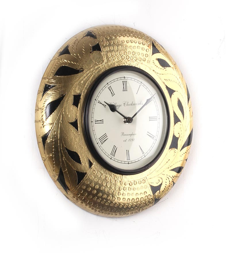 Datar interiors round black gold wall clock by datar for Traditional wall clocks india
